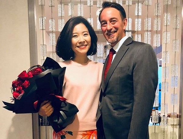 Taiwanese cookery writer Chuang Tzu-I (left) and her husband U.S. Consul General Jim Mullinax. (Facebook, Chuang Tzu-I photo)