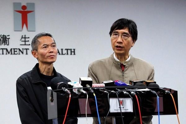 Hong Kong microbiologistYuen Kwok-yung (right).