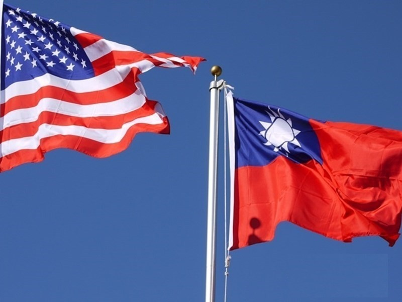 American and Taiwanese flags.