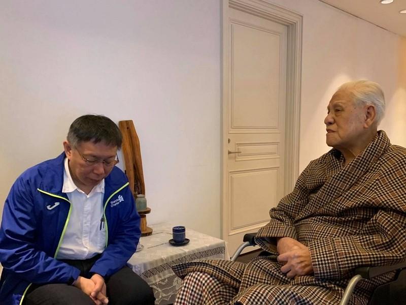 Taipei Mayor Ko Wen-je visits former President Lee Teng-hui in 2019. (Facebook, Ko Wen-je photo)