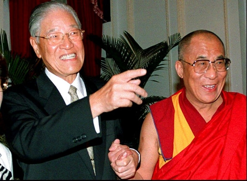 On March 27, 1997, Taiwan President Lee Teng-hui, left, holding hands with the Dalai Lama at their firstmeeting in Taipei.