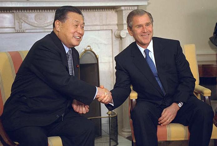 日本考慮派前首相森喜朗(左)出席李登輝喪禮(圖/Wikipedia)