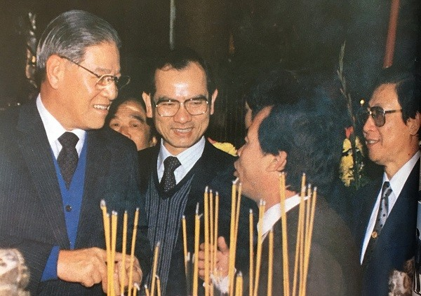 Lee Teng-hui (left) in 1988 when he became the 7th president of Taiwan after the death of former President Chiang Ching-kuo.