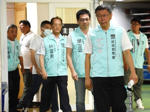 Taipei City Mayor and TPP Chairman Ko Wen-je (front right).