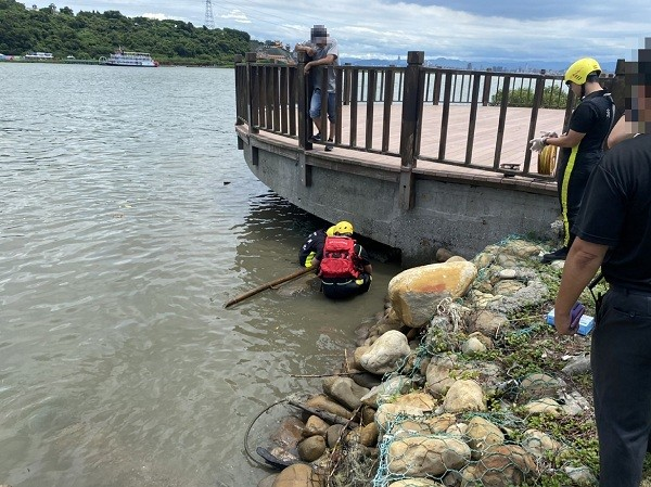 Half of human head found floating in Tamsui River in New Taipei