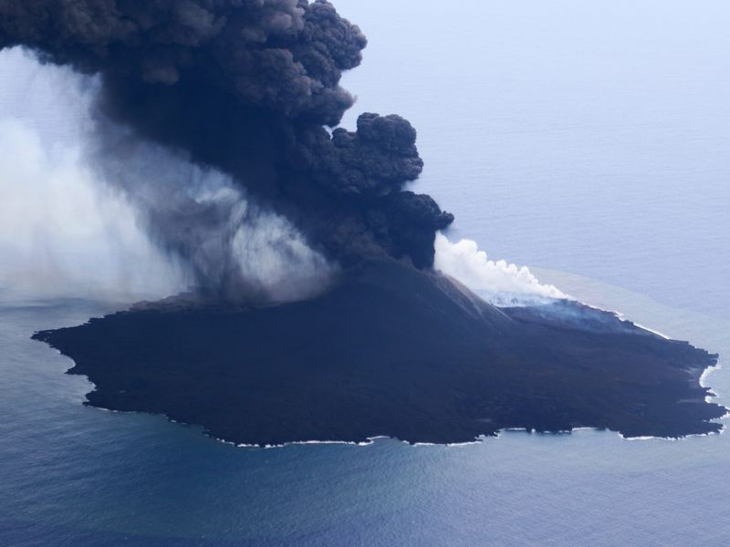 Volcano eruption on Nishinoshima (Japan Coast Guard photo)