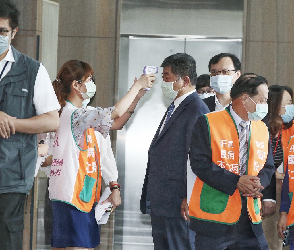 Health Minister Chen Shih-chung (center) to shoulder responsibility for infections during VIP visits.