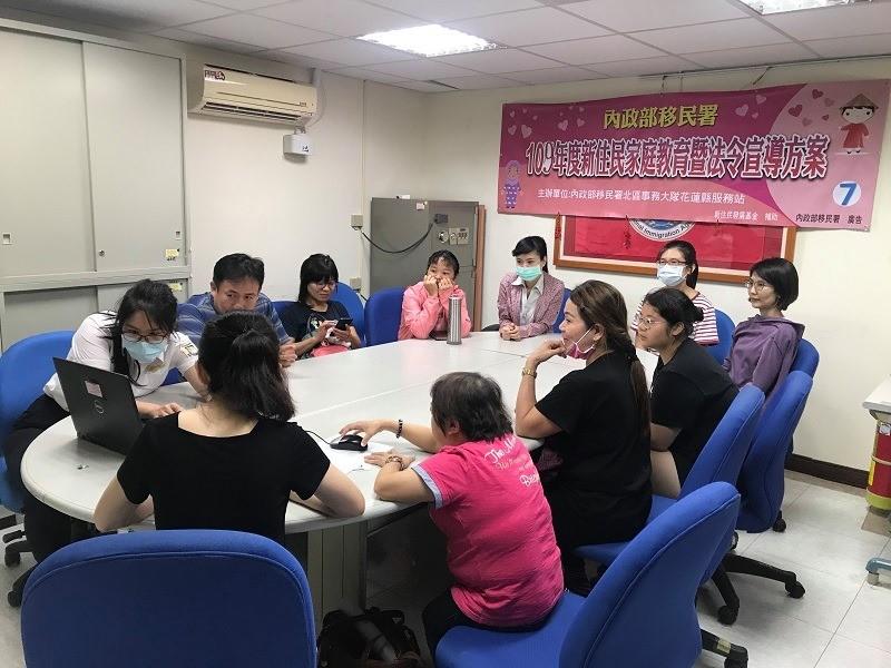 移民署花蓮縣服務站舉辦新住民家庭教育暨法令宣導課程(翻攝自新移民的娘家臉書)