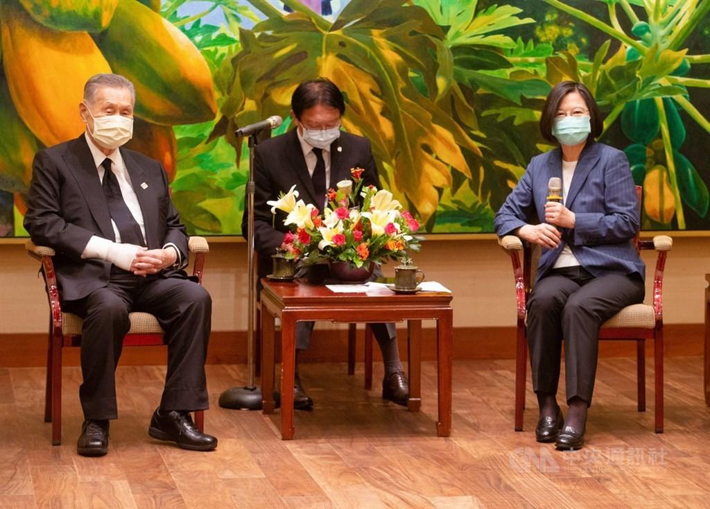 日本前首相森喜朗(左)率團來台弔唁前總統李登輝。(圖/ 中央社)