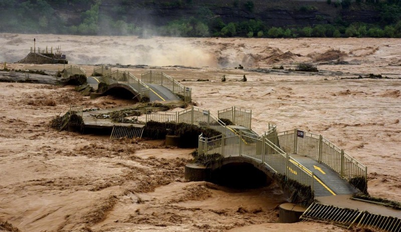 Flooding of Yellow Riverin Shangluo, Shaanxi Province on Aug. 6. (Weibo photo)