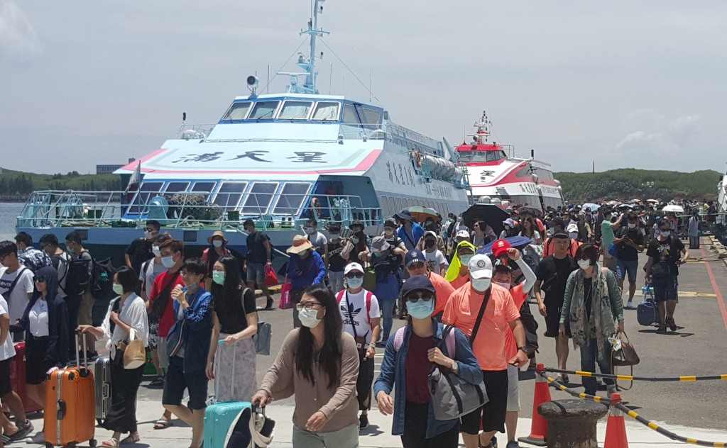 Ferry passengers in Penghu on Aug. 1