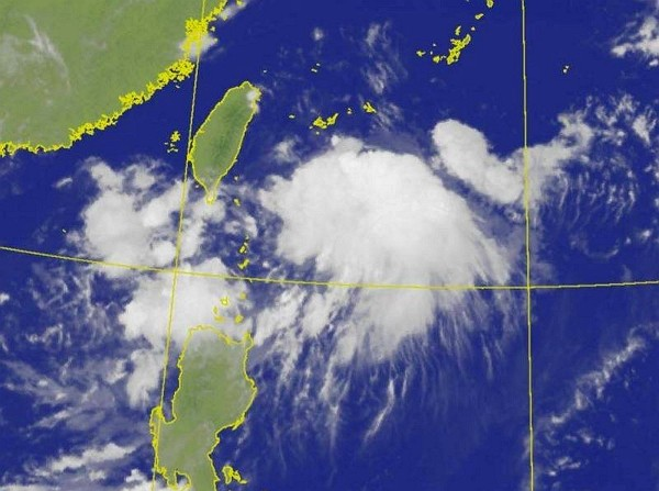 Tropical disturbance near Philippines likely to intensify into tropical storm. (CWB photo)
