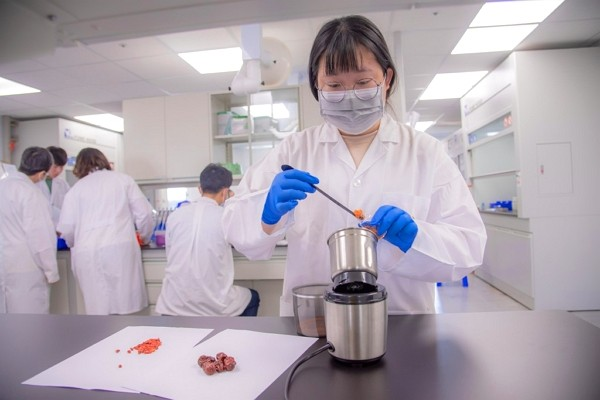 """China seeks to recruit 10young, Taiwanese researchers for """"technical exchanges."""""""