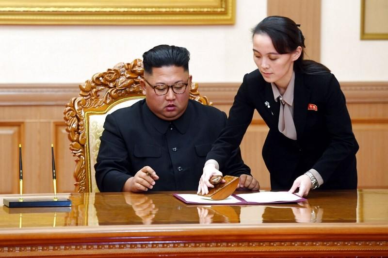 北韓領導人金正恩(左)與胞妹金與正(圖/美聯社)
