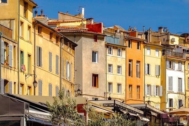 Street scene of Aix-en-Provence (Pixabay, djedj photo)