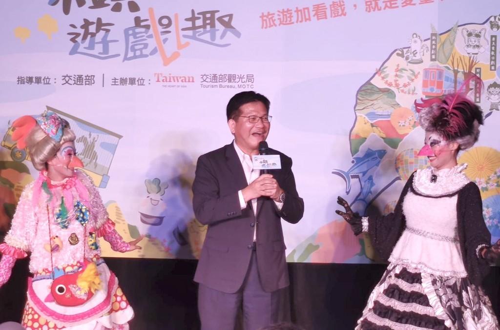 交通部長林佳龍(中)回應台灣安心旅遊補助走向(圖/台灣英文新聞)