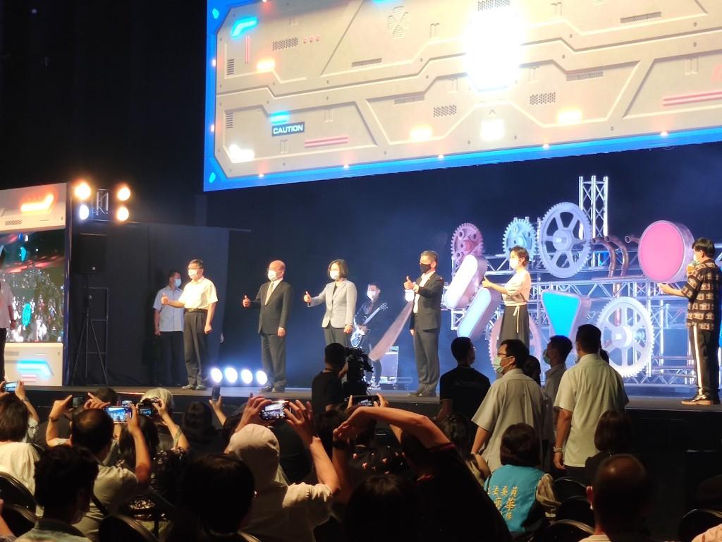 台北流行音樂中心27日正式開幕,總統蔡英文(中)出席啟動盛會(圖/台灣英文新聞)
