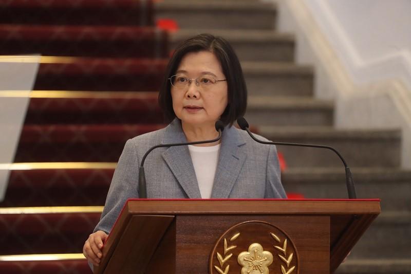 總統蔡英文28日下午在總統府敞廳召開記者會,針對國際經貿情勢發表談話(中央社)
