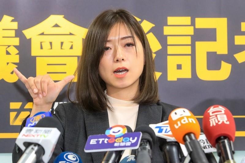高鈺婷(圖)上午與黨團總召邱顯智出席記者會並接受媒體訪問。中央社