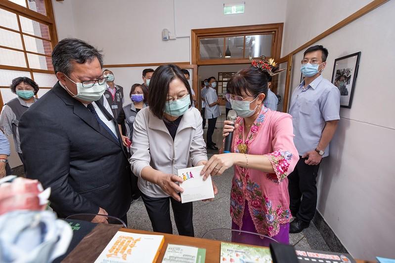 說明:蔡英文總統參訪「桃園市新住民文化會館」(翻攝自總統府網站)