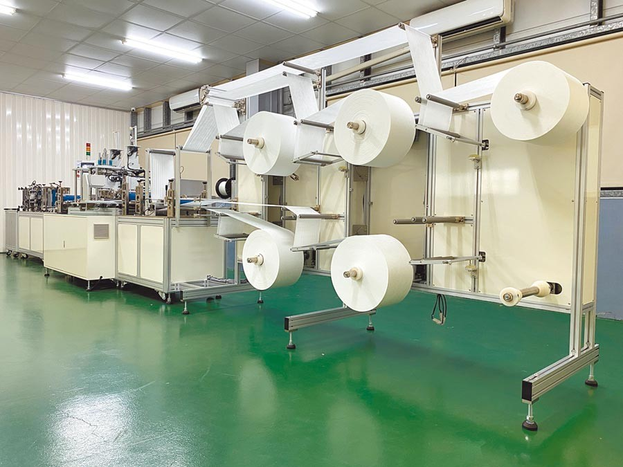 Taiwan donates 5 mask production lines to Czech Republic