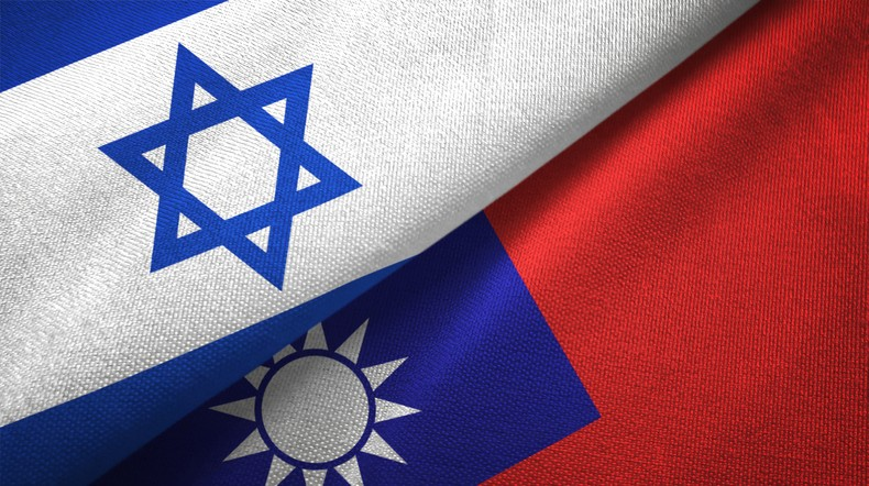 Israel and Taiwan flags. (gettyimages)