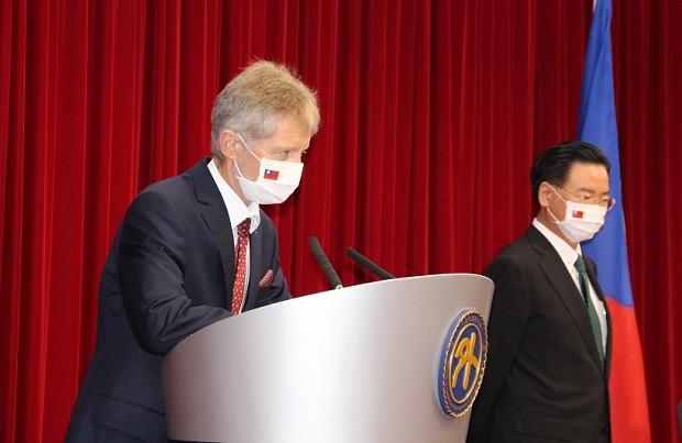 Czech Senate President Vystrcil (left), Foreign Minister Wu