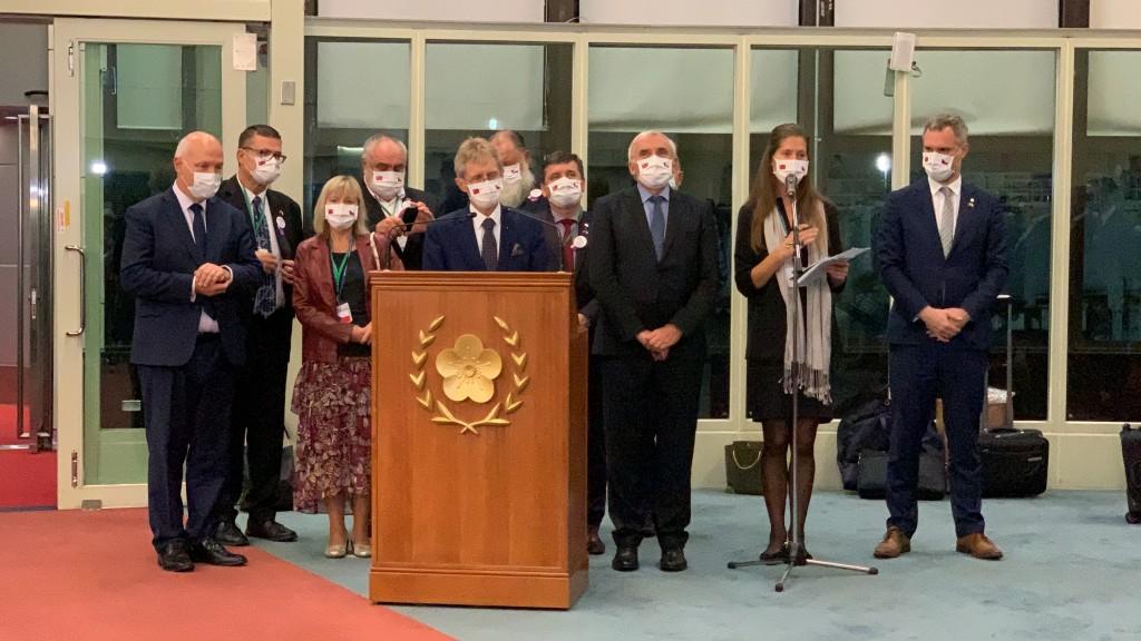 捷克參議院議長維特齊率團訪台6天,4日晚間至桃園機 場搭機返國,離台前發表致詞