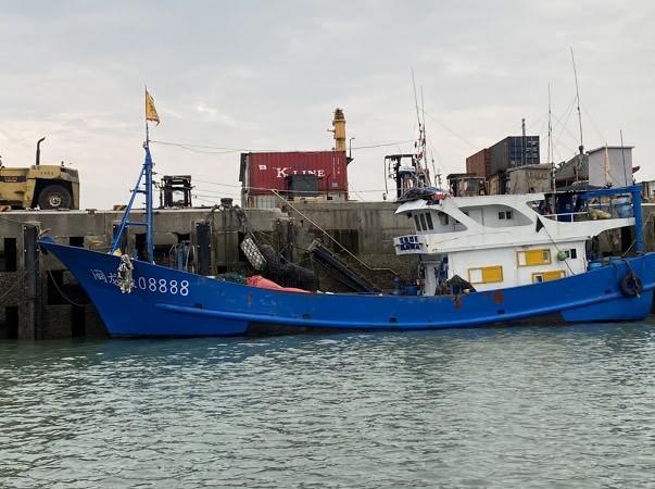 中國漁船越界侵漁(圖/ 海巡署)