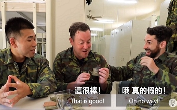 French Youtuber Ku (right) and his guests impressed by Taiwan military rations. (Youtube screenshot)