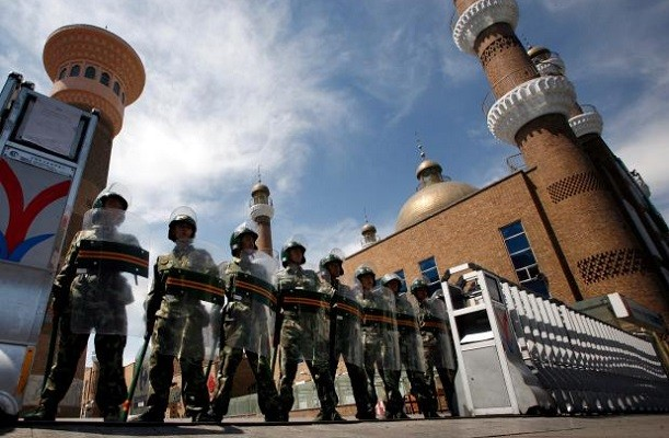 Paramilitary police stationed in front of entrance to mosque in Xinjiang capital of Urumqi. (Reuters photo)