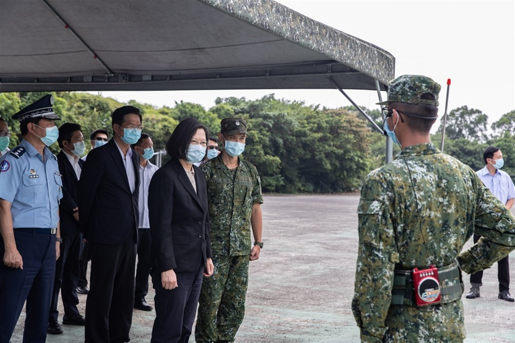 President Tsai Ing-wen center visited air defense bases Friday Sept. 11 (CNA photo from Military News Agency)