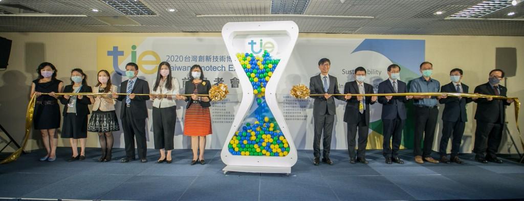 「2020台灣創新技術博覽會」展前記者會各部會代表合影。(圖/珮庭整合傳播顧問)