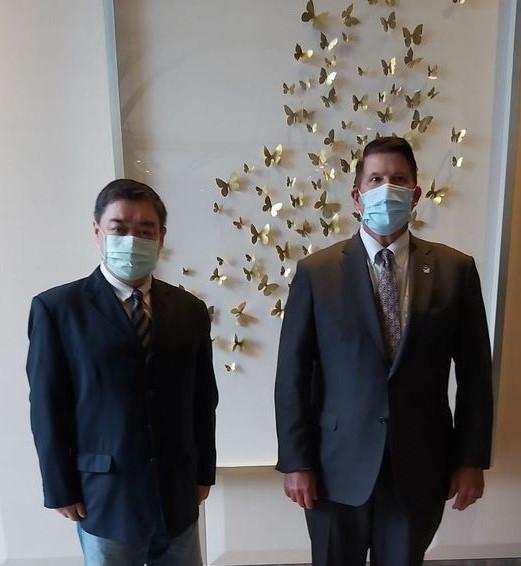 U.S. Undersecretary of State Keith Krach (right) with Tiananmen activist Wu'er Kaixi (Facebook, Wu'er Kaixi photo)