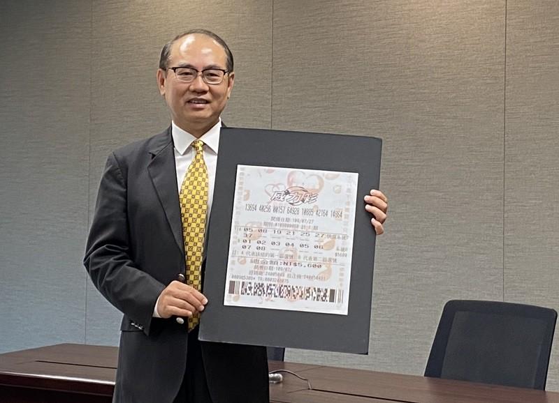 台灣彩券公司總經理蔡國基21日說明,北市大安區得主花5600元包牌中獎,並未集資。中央社