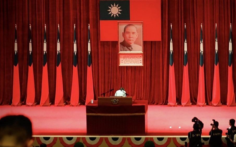 KMT legislator protests proposal to amend Taiwan law concerning Sun Yat-sen