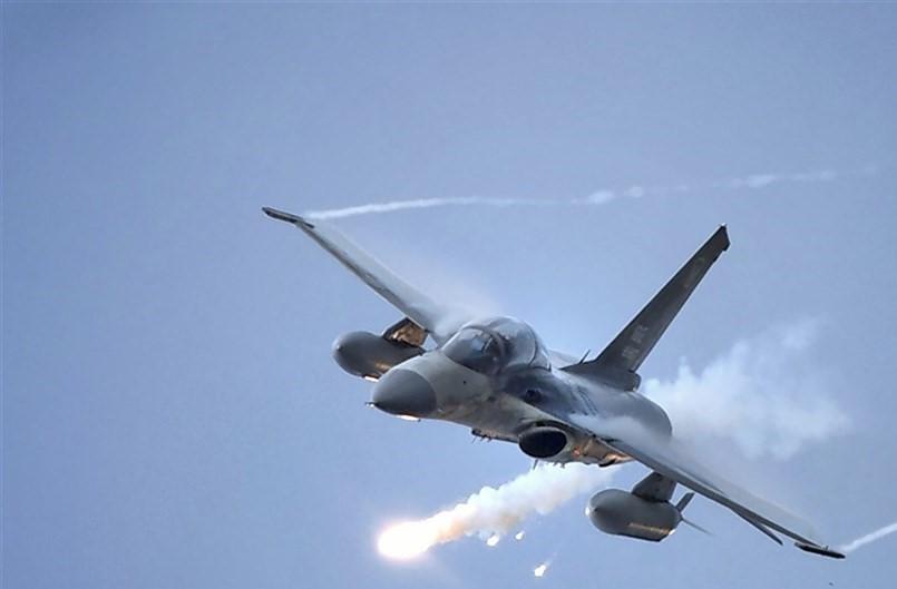 Taiwanese IDF firing a flare.