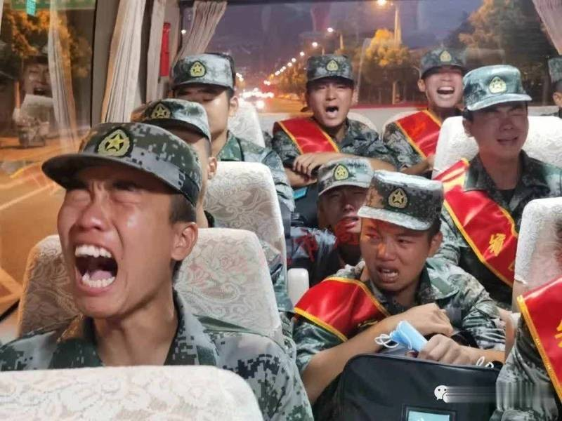 Chinese soldiers seen crying on bus. (Twitter, @waynescene screenshot)