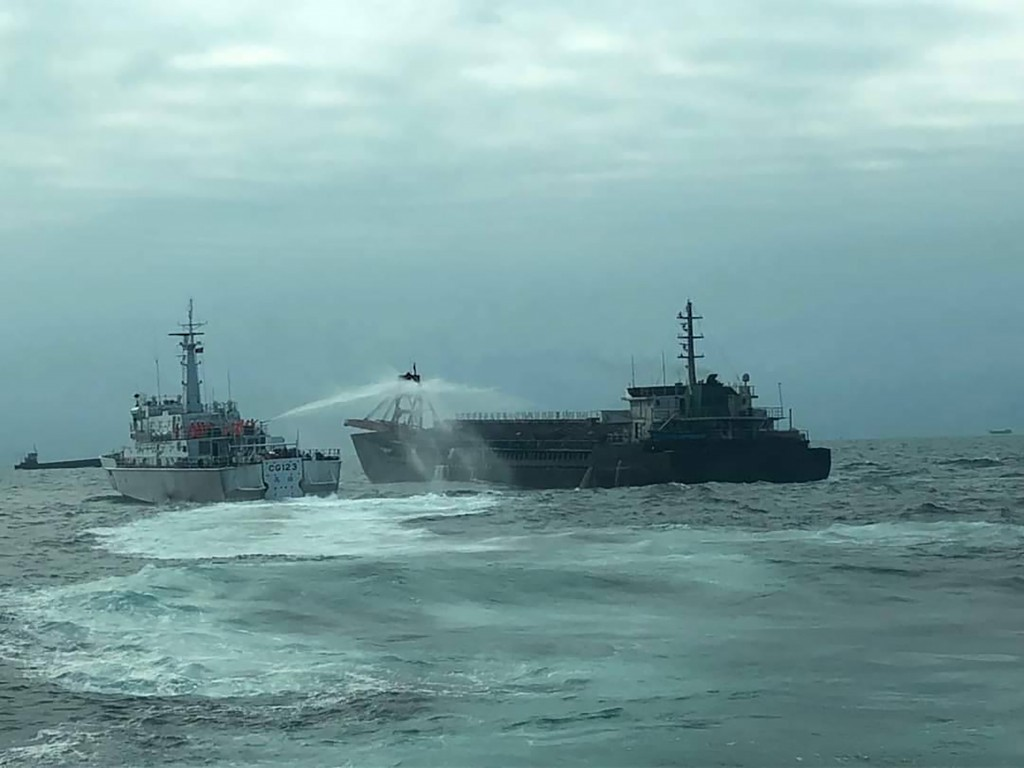 Taiwan's Coast Guard mobilizes larger ships to chase away Chinese dredgers from Matsu