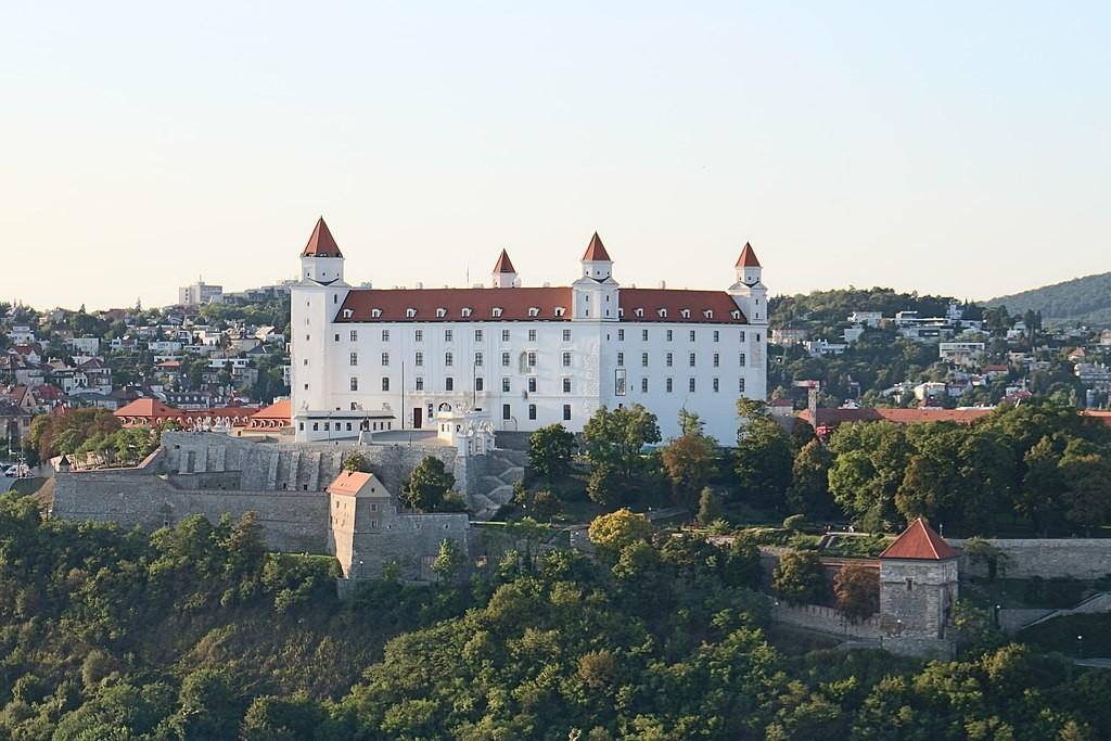 Castle in Slovakia'scapital,Bratislava. (Wikicommons, Suicasmo photo)