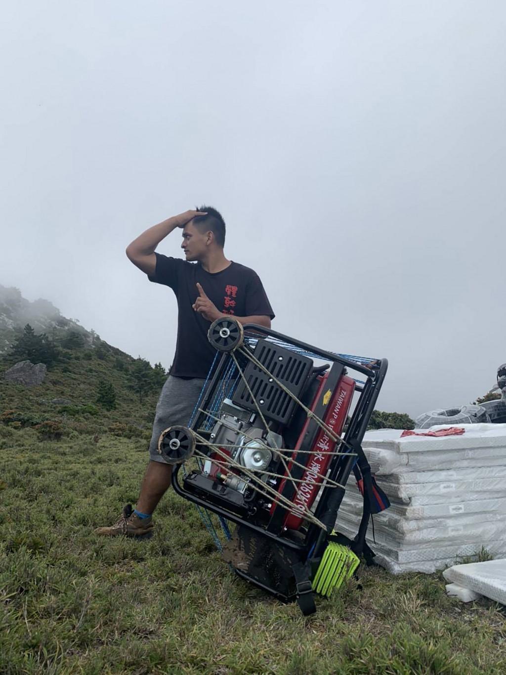 【布農族鋼鐵人】台灣高山嚮導獨自揹100公斤發電機上嘉明湖 山友驚呼太恐怖、 簡直「神人級」