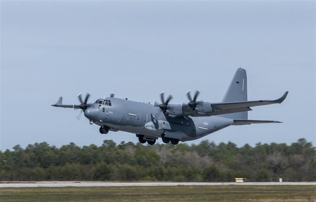 圖為MC-130J特戰運輸機同型機。(圖取自維基共享資源;作者USAF by Samuel King,版權屬公眾領域)