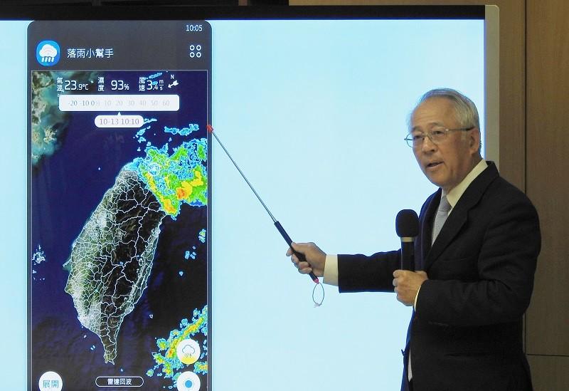國家災害防救科技中心主任陳宏宇表示,民眾使用落雨小幫手APP,就可以看到所在位置大約半徑10公里範圍之內,過去20分鐘到未來1小時的降雨...