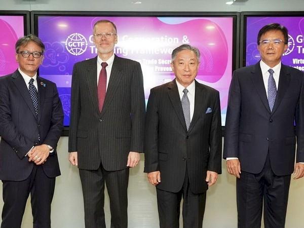Japan-TaiwanExchange Association representative Yokochi (second left), AIT Director Christensen (first left), Taiwanese Deputy Foreign Minister ...