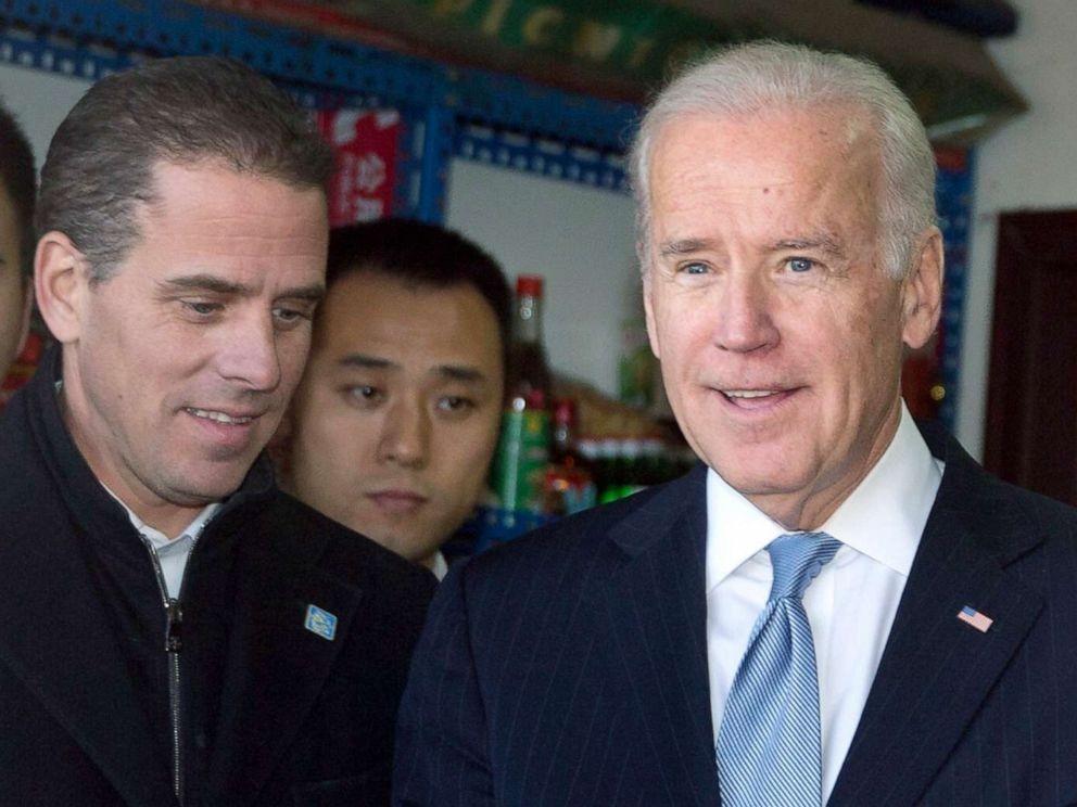 杭特拜登(左)與時任美副總統的父親拜登2013年共同赴中國訪問。(美聯社圖片)