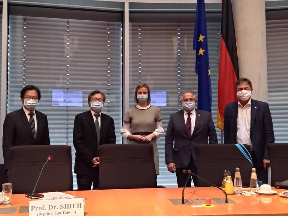 Taiwanese diplomats meet with German lawmakers on Oct. 19. (Facebook, Shieh Jhy-wey photo)