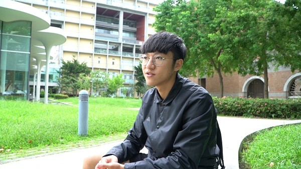 Yukan Hayung shares his stories in college