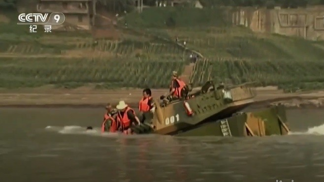 "PLA ""amphibious"" tank capsizing. (CCTV 9 screenshot)"
