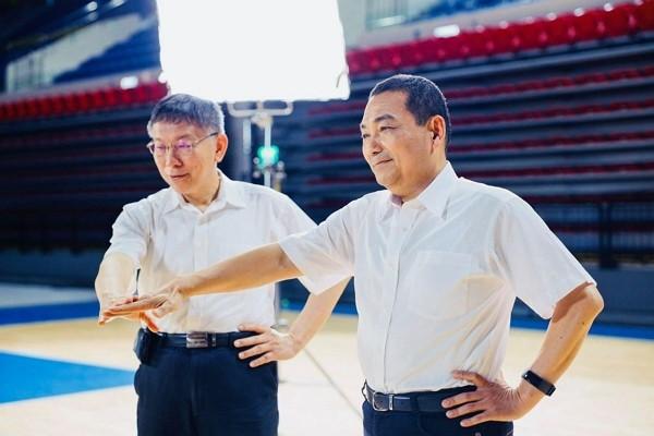 Taipei Mayor Ko Wen-je and New Taipei Mayor Hou You-yi. (Taipei City Government photo)
