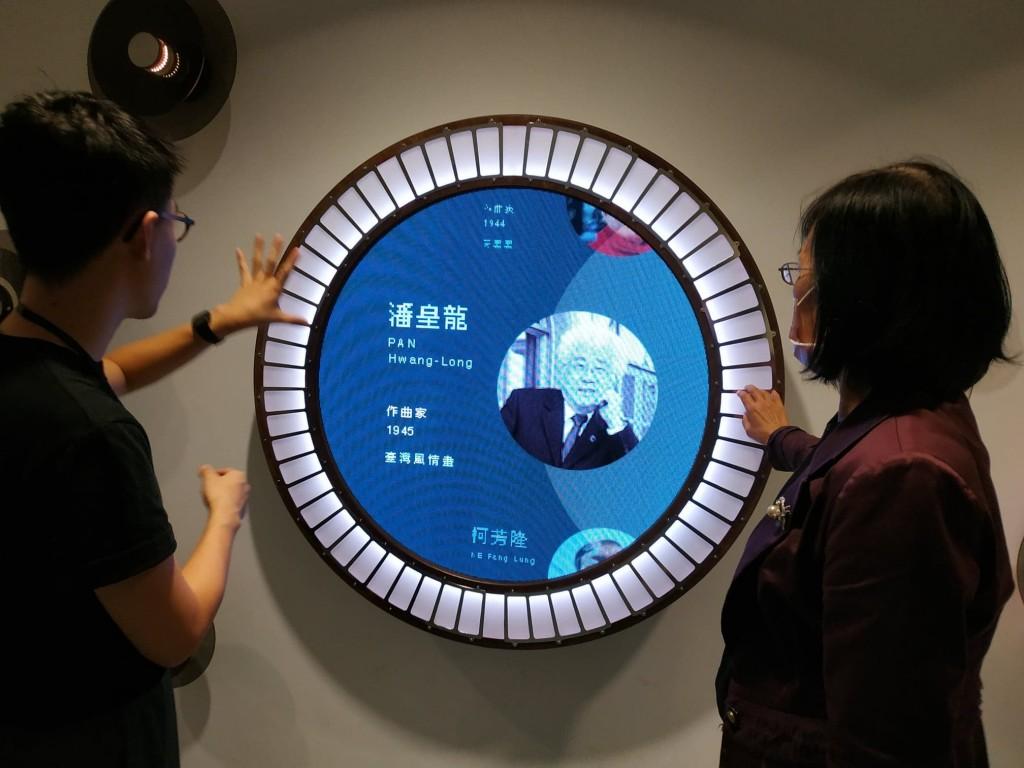 悅耳!台灣音樂館科技藝術鳥兒敲打鐵琴 互動光影裝置打造另類「星光大道」